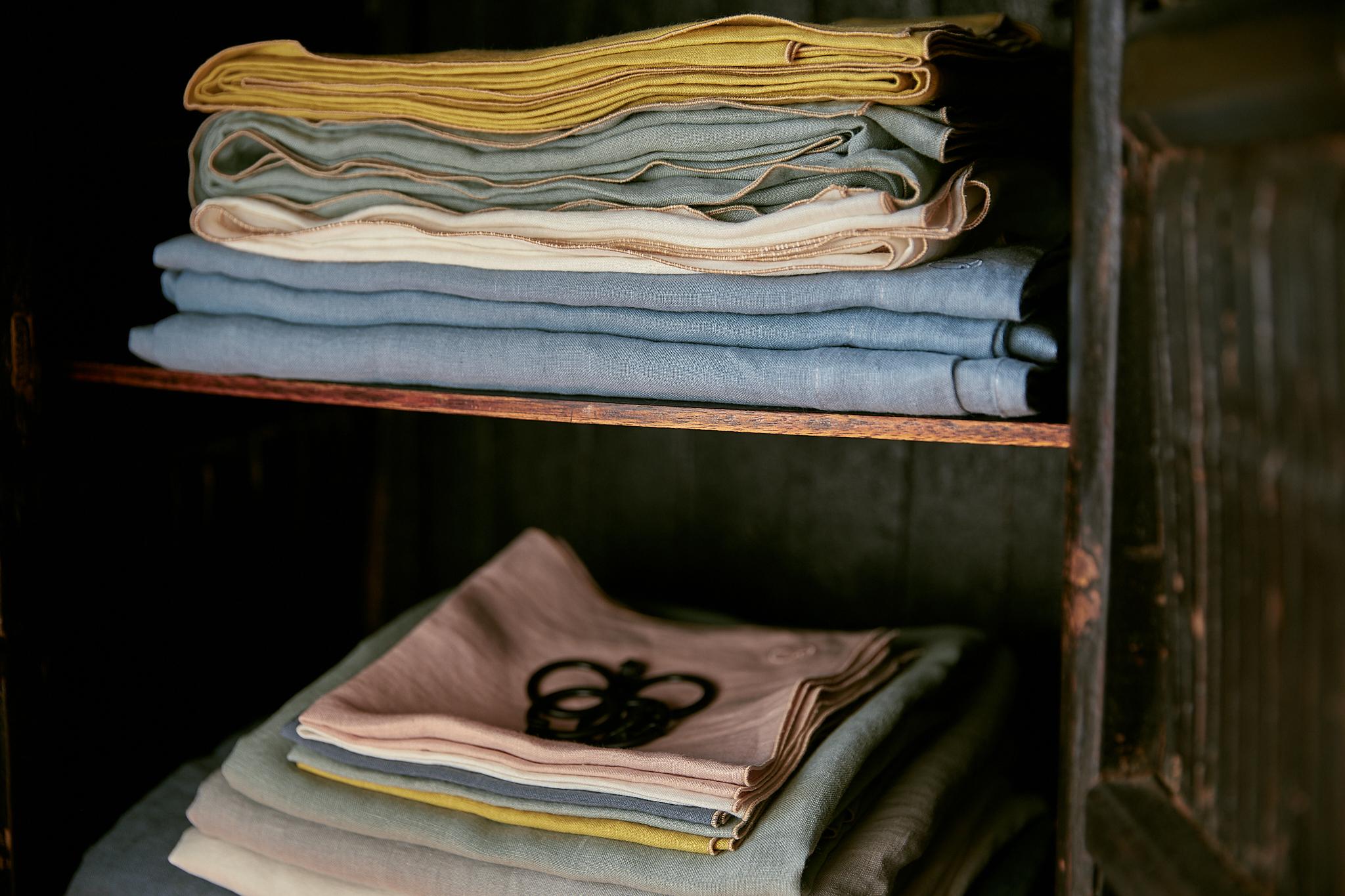 Laurence Carroy linge de maison en lin lavé armoire